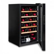 Vinobox 24 Pro → vinoteca pequeña para 24 botellas - vista de perfil con la puerta abierta